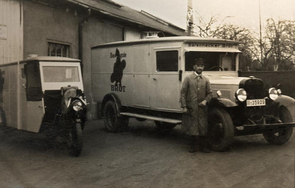 08-Bärenhäcker-Brot-war-damals-mit-mehreren-Fahrzeugen-Werkstattkunde+