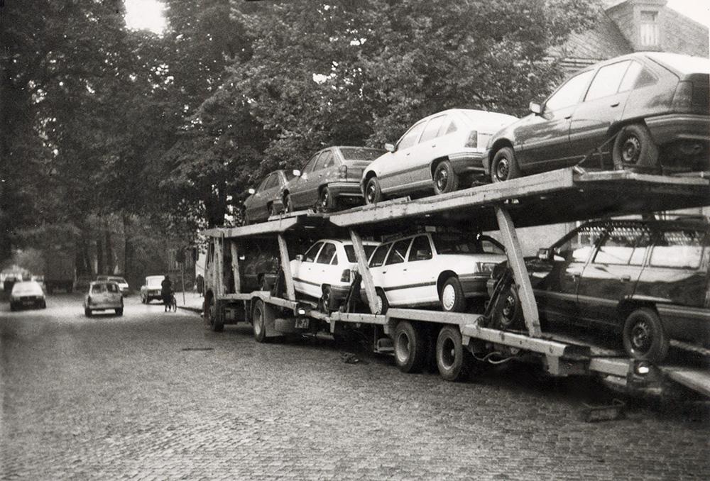 25-Die-erste-Anlieferung-der-Opelfahrzeuge
